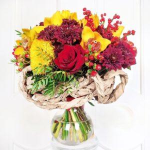 Букет на каркасе с подсолнухами, целозией и орхидеями