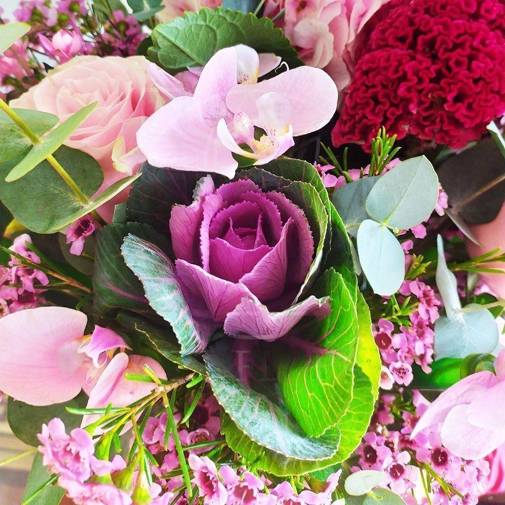 Букет орхидей с розами, гортензией и хамелациум