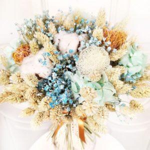 Букет сухоцветов с фаларисом, гортензией и нутан
