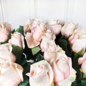 Букет 25 нежно розовых роз высотой 110см