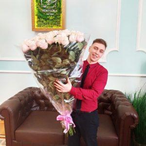 Букет 39 нежно розовых роз высотой 110см (большой бутон)