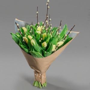 Букет 19 желтых тюльпанов с вербой