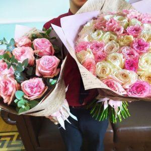 Набор из двух букетов с пионовидными розами для мамы и дочери