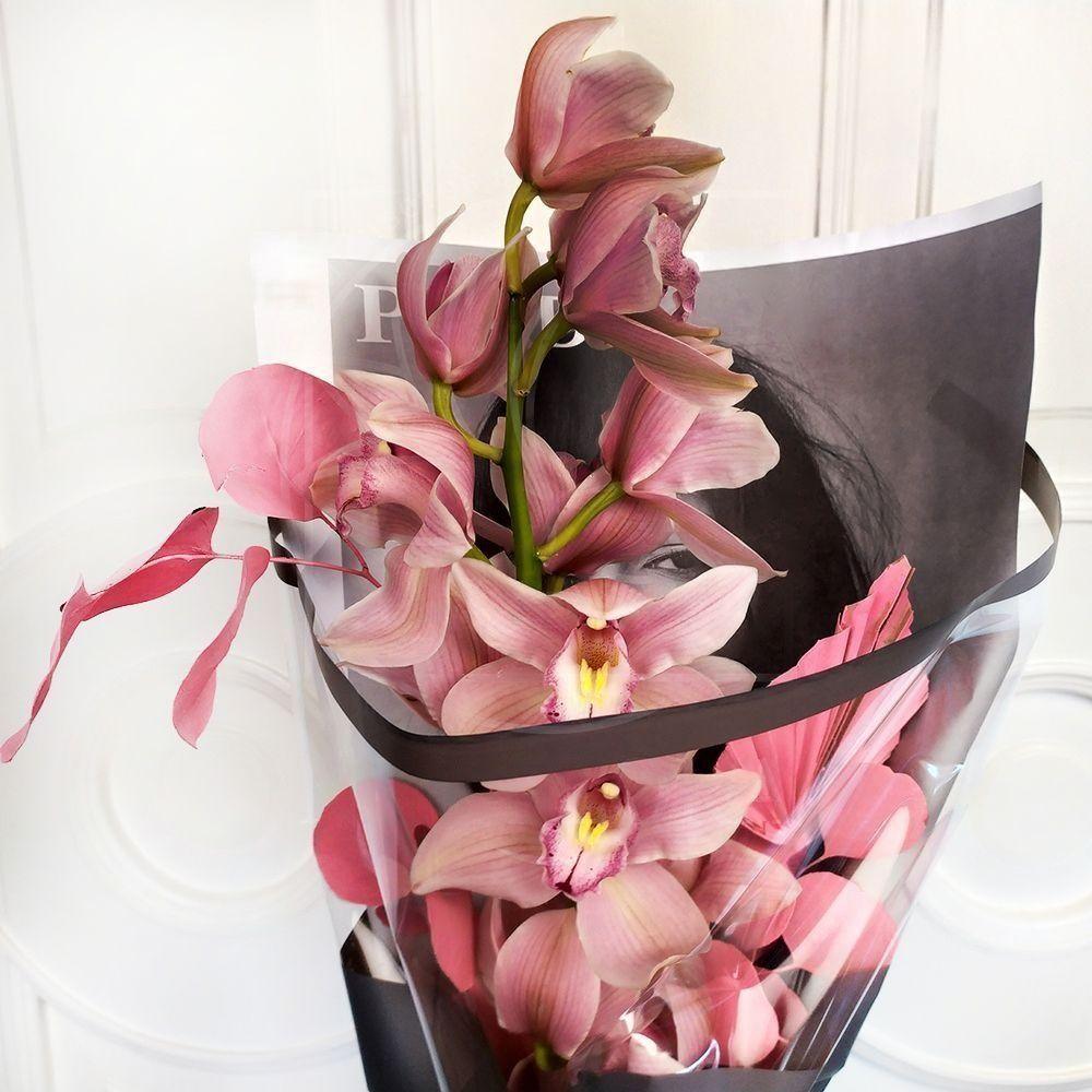 Букет розовая орхидея с эвкалиптом в упаковке PRADA