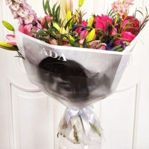 Букет лилий с вероникой и розами в упаковке PRADA
