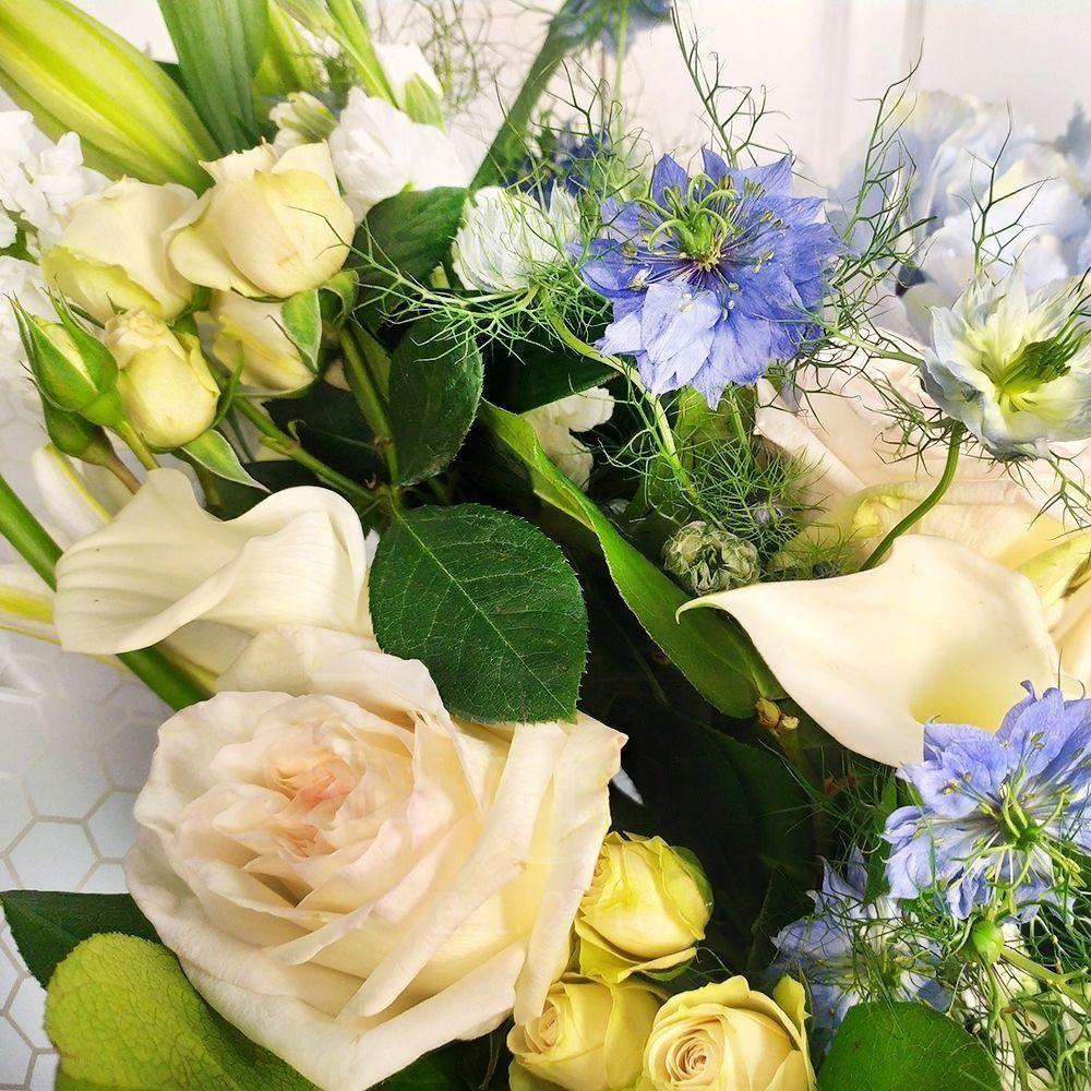 Букет роз с маттиолой, каллами и гортензией